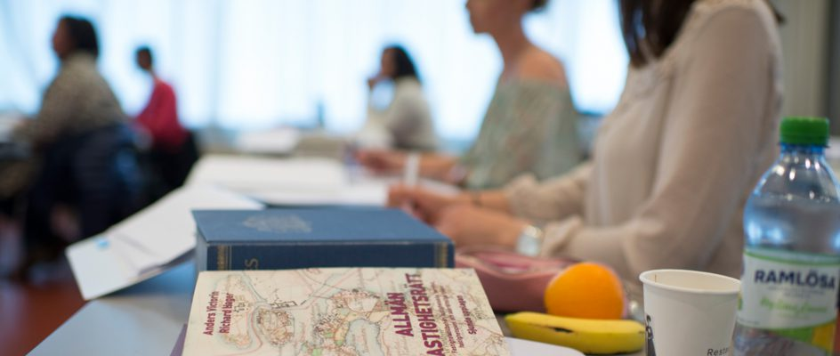 Böcker om fastighetsrätt i klassrum